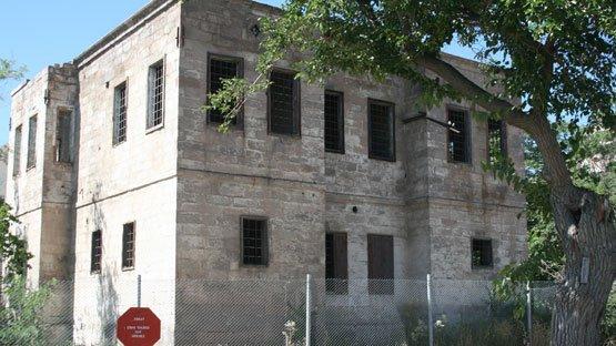 Talas / Kiçiköy Mah. / 29 Ada 1 Parsel / Jandarma Konağı